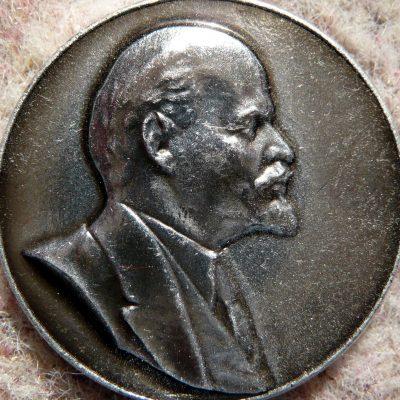 50.Lenin lapel badge
